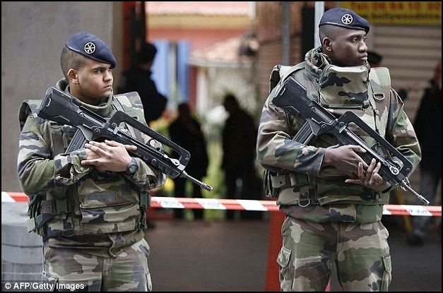 Three French Soldiers Stabbed 1