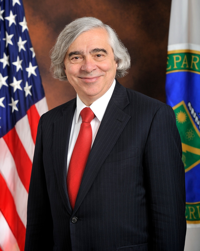 Moniz_official_portrait_standing