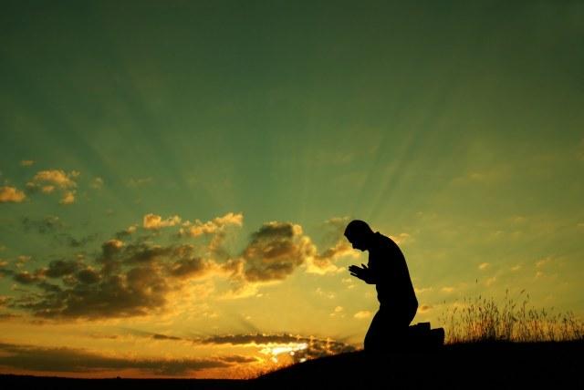 kneeling-before-glory